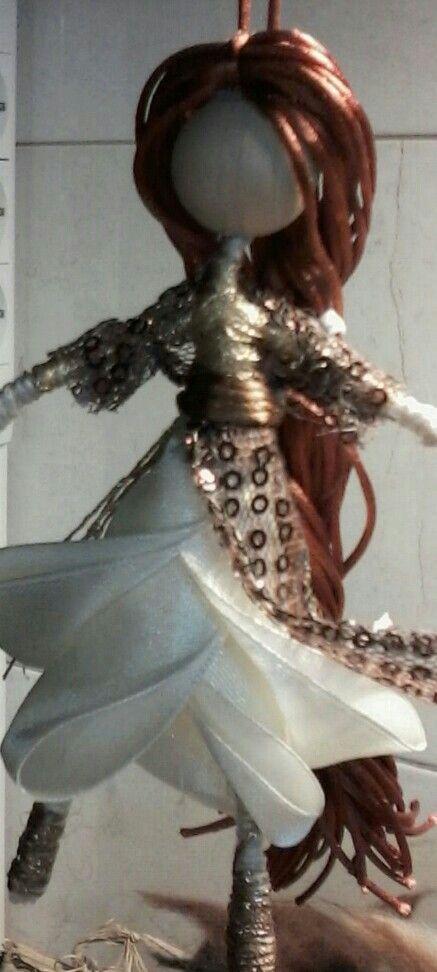 Mini wire doll Satin