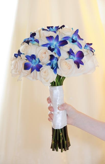 Bouquet with blue flowers...I love the way this is wrapped!