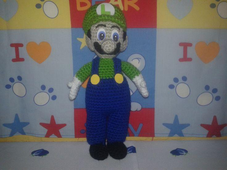 Luigi, del mundo de Mario Bross. Amigurumi, español, patrón propio.