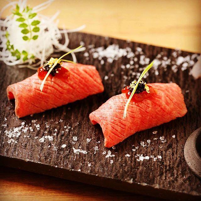 [近江牛の肉寿司]  徳の大人気メニュー! 海外のお客様にもご好評です。 近江牛の赤身やサーロイン様々な部位を使用しております。 お好みの薬味とご一緒に!  #京都 #祇園 #三条 #四条 #和牛焼肉徳 #近江牛 #和牛 #焼肉 #肉 #寿司 #宴会 #忘年会 #kyoto #gion #beef #meat #dinner #lunch #sushi #instagood #instalike #instafood #instagram