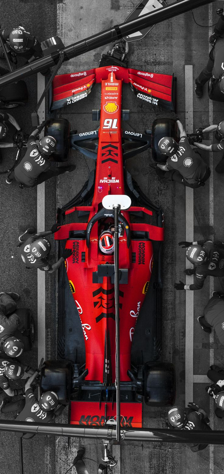 Charles Leclercs SF90 an der Box [Mobile Wallpaper]