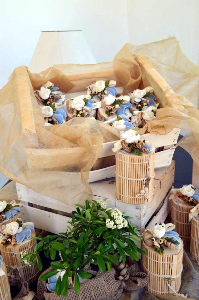 Bomboniere enogastronomiche country chic marmellate in scatole di bamboo e bouquet con fiocco pois allestimento villa valentina