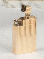 Briquet de poche à essence, en or jaune décoré de cannelures. Modèle Vendôme. Signé Boucheron. Poids brut: 52 g - Ader - 16/05/2012