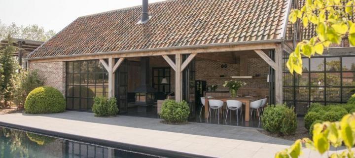 Annexe en bois style anglais livinlodge classic places for Piscine en anglais