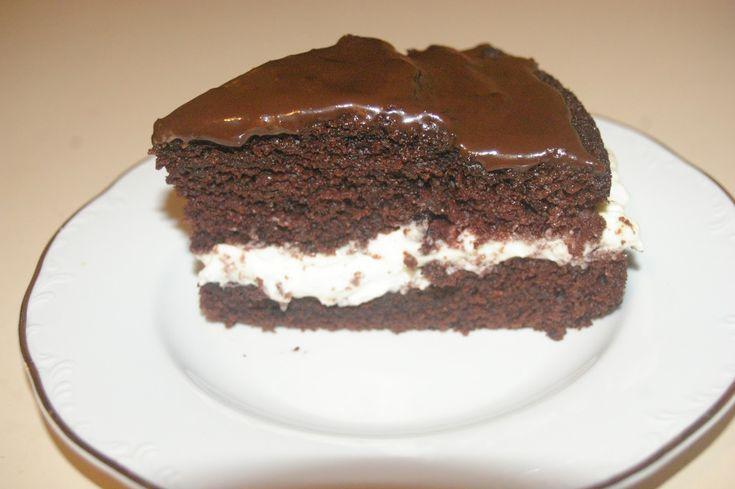Rumos csokoládészelet, mennyei tejszínes krémmel! Omlós sütike, ínycsiklandó desszert!