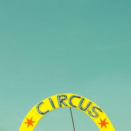 Matthias Heiderich | photo ✭ circus neon sign