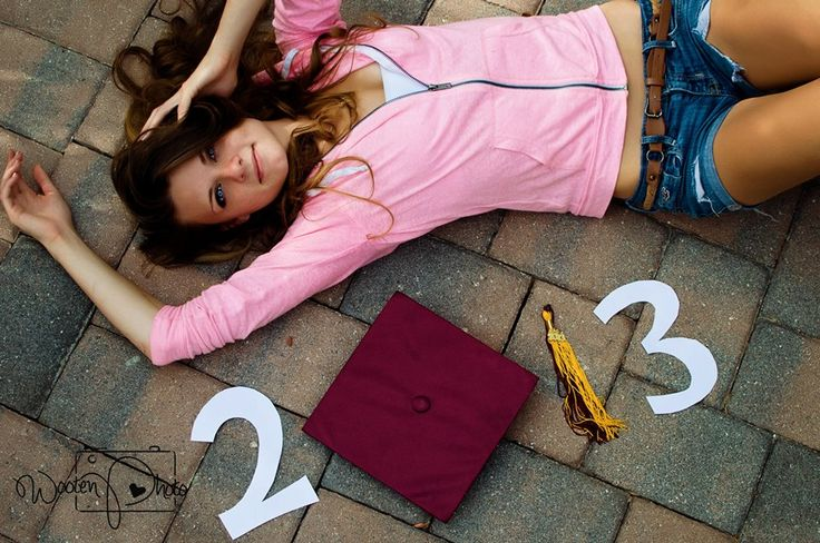 Not so much the pose, but like the cap and tassel part!.... With 2014, of course ;)
