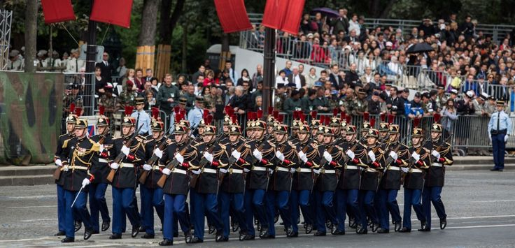 """Un homme se présentant comme """"nationaliste"""" a été mis en examen ce samedi pour entreprise individuelle terroriste. Il voulait tuer Emmanuel Macron lors du défilé militaire du 14-Juillet."""