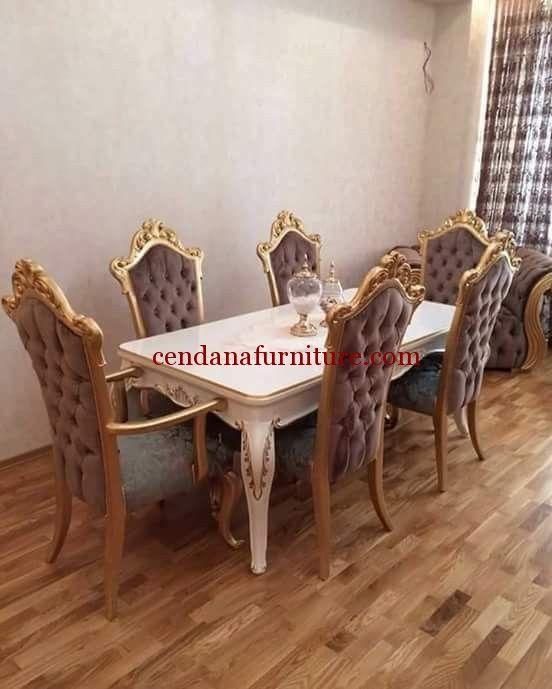 Kursi Makan Busa Mewah Queen memiliki tampilan design klasik terbuat dari kayu jati/mahoni yang kami sempurnakan dg fimishing gold dan duco pitih yg mewah.