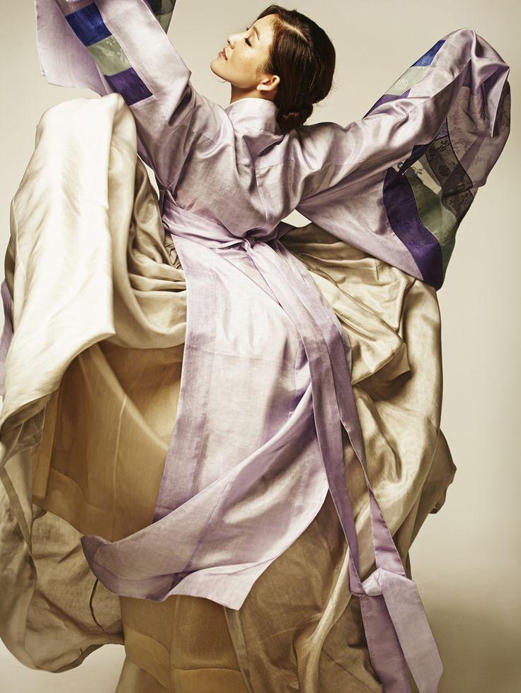 Design by 담연 이혜순 (Damyeon Yihye Son) worn by 발레리나 김주원 (ballerina Kim Joo Won). Photo by 박세준 (Baksejun).