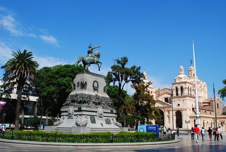 Plaza Gral. José de San Martín en Ciudad de Córdoba, Córdoba