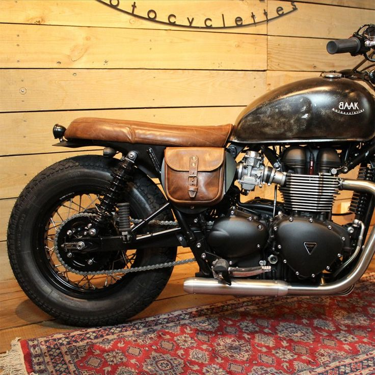 sacoche lat rale en cuir pour triumph moto pinterest cafes triumph bonneville and scrambler. Black Bedroom Furniture Sets. Home Design Ideas