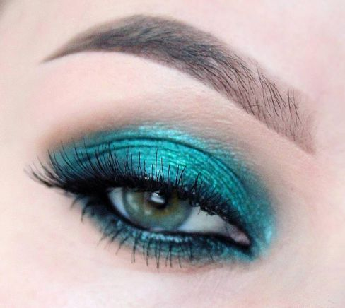 Fard de pleoape stralucitor turquoise. #FardTurquoise #FardStralucitorTurquoise