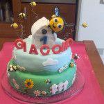 Torta decorata The Hive, la casa delle api. Cake design e torte decorate su www.dadadu.eu.  Scegli la tua torta o richiedici il tuo soggetto preferito. Realizzeremo una splendida creazione che renderà unico il giorno della tua festa