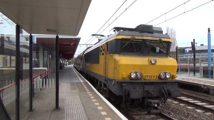 NS E-loc 1704 + DD-AR 7474 vertrekken uit Station Almere Buiten