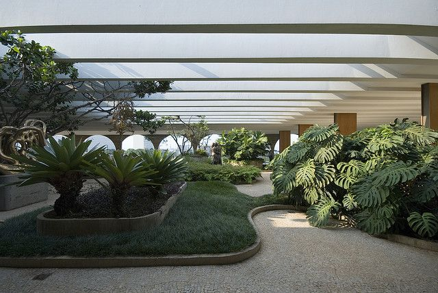 Ministry of Foreign Affairs Brasilia  Architect: Oscar Niemeyer 1962  Landscape, indoor- & roof-gardens: Roberto Burle Marx