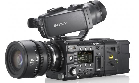 La telecamera offre modalità di registrazione integrate robuste, tutte con colori vibranti 4:2:2. Tra le sue straordinarie opzioni, include un'eccezionale precisione di registrazione RAW 2K/4K lineare a 16 bit e riprese ad alta velocità fino a 120 fps senza cropping.
