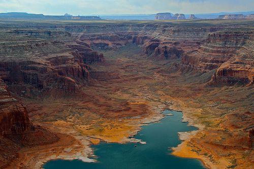 Glen Canyon National Recreation Area. - Wild & Western. By Ian Layzell