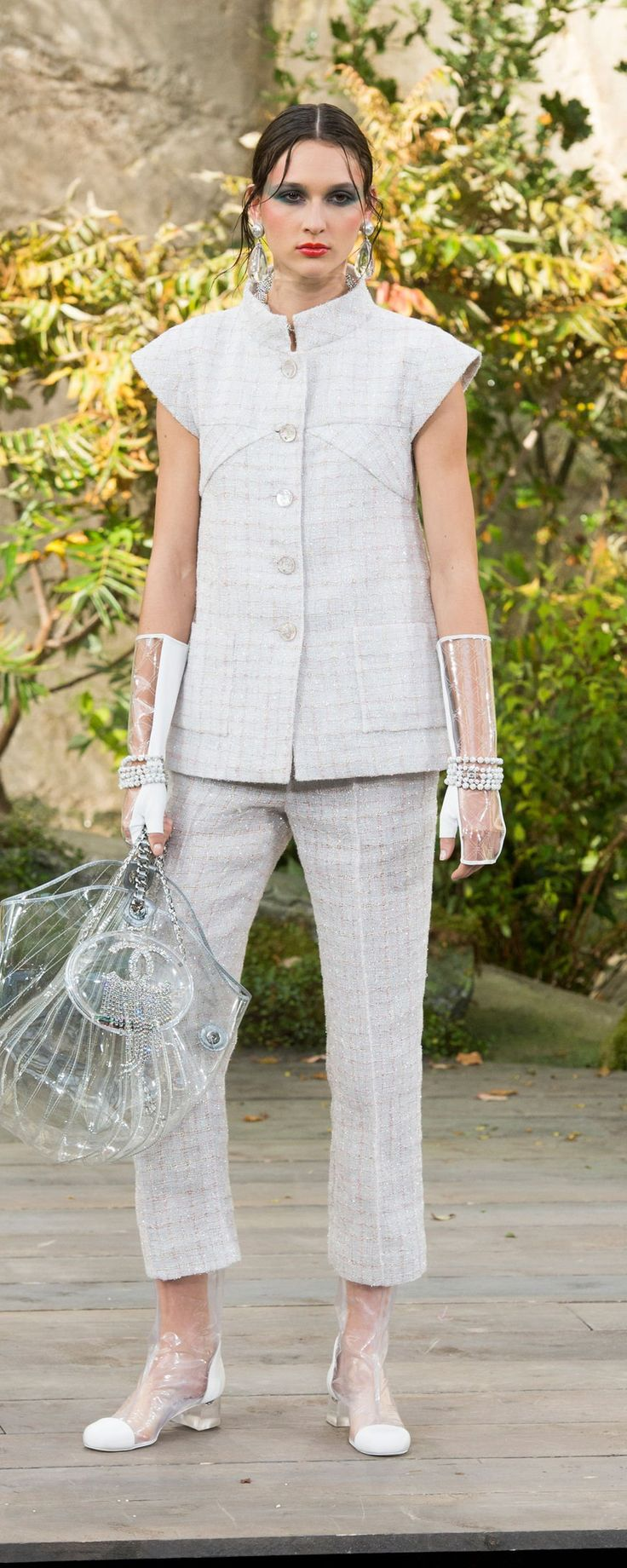 Chanel Spring-summer 2018 - Ready-to-Wear - http://www.orientpalms.com/Chanel-6977 - ©ImaxTree
