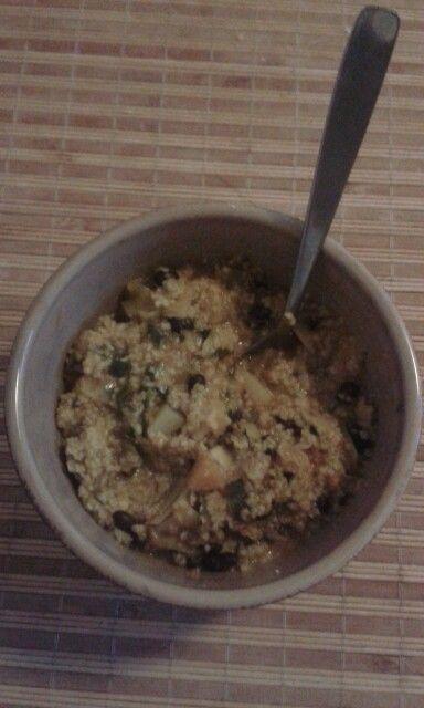 Trigo burgul con verduras y porotos negros