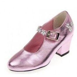 Souza for kids roze glimmende prinsessen schoenen Madeleine met hak meerdere maten    Deze glimmende roze prinsessenschoenen Madeleine van Souza zijn echt geweldig mooi! Ze hebben een hak en de schoenen zijn afgezet met edelsteentjes! Gespot in Vrouw van Telegraaf!    De schoenen zijn gemaakt van kunstleer, ze zijn glimmend roze met een zilveren gesp.