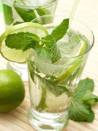 Es deliciosa esta bebida de limón con vodka para eventos especiales, muy fácil de hacer con ingredientes simples pero formando una combinación deliciosa con licor vodka