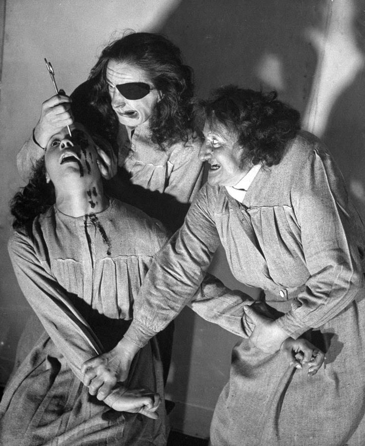 Pictures of Horror Shows at the Grand Guignol Theater, Paris in 1947 -  Here's a collection of balck and white pictures showing horror shows at the legendary Théâtre du Grand Guignol in Paris from 1947. Not a haunted house, per se, but a serious theatrical enterprise that put on gruesome, faux-blood-splattered shows year-round for decades, the Grand Guignol featured staged killings, mutilations and scenes of torture so realistic that audience members often fled the theater in terror—when…