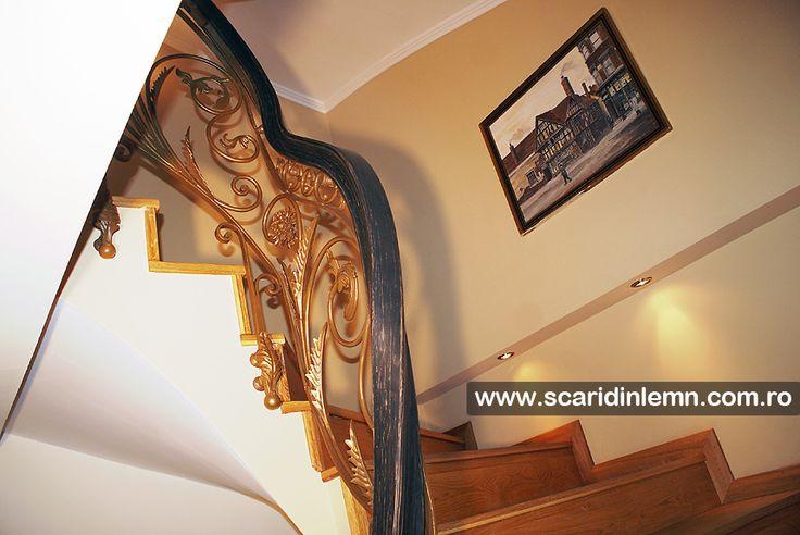 Balustrada cu mana curenta lemn curbat la scara interioara din lemn masiv