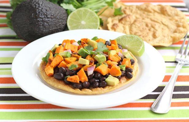 Black Bean and Sweet Potato TostadasBeans Sweets, Black Beans, Potatoes Tostadas, Healthy Dinner Recipes, Tostadas Recipe, Food Recipe, Delicious Food, Beans Tostadas, Sweets Potatoes