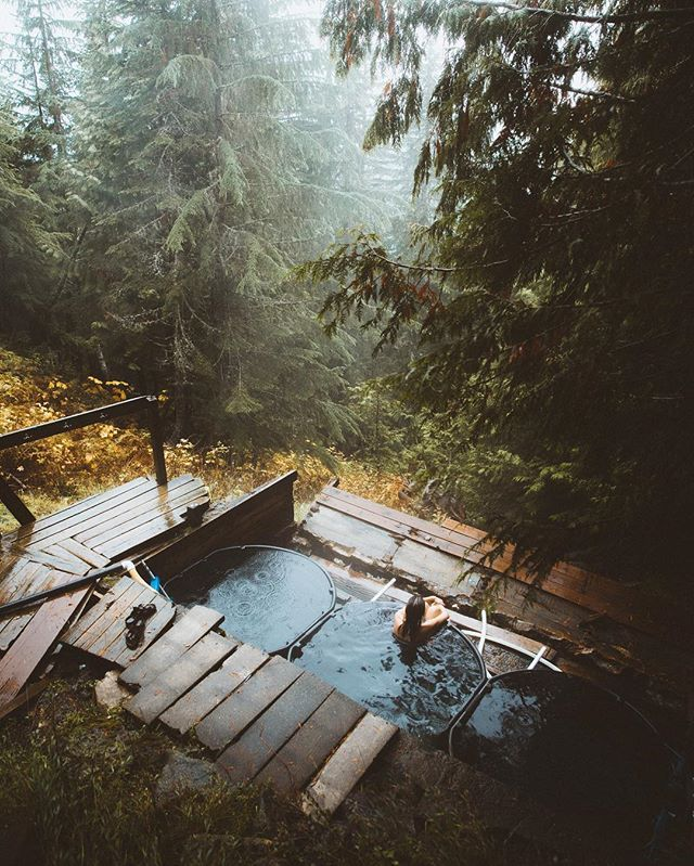 @meganmoes and I ended up spending 5 hours at these hot springs. Rain started to fall and it was too good. We both agreed 100/10 day. -★-