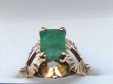 Ring met smaragd van 2 karaat