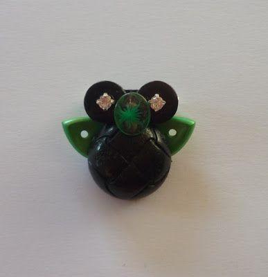 Astenersi No Perditempo: Bijoux in volo: spille e ciondoli con bottoni e orologi