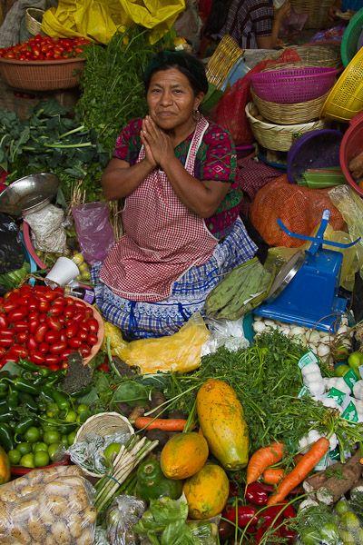 Nuestras Mujeres Mexicanas Una imagen muy colorida de un tradicional mercado