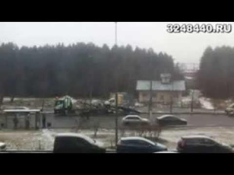Щербинка, улица маршала Савицкого. Большой эвакуатор увозит маленький эвакуатор. http://3248440.ru