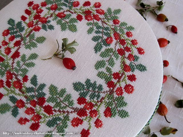 """Embroidery ... The holiday, which is always with me...: Шкатулка """"Rosehip Kazuko"""""""