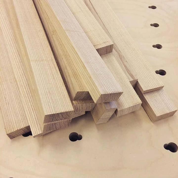 Kauniit saarnilankut pilkottuna polttopuiksi. #puuseppä #puuala #osao #opiskelu #woodworking #woodwork #joinery #carpenter #design #studing #ash #saarni http://ift.tt/2guchg4