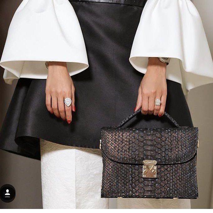 OOTD Black with leather handbag