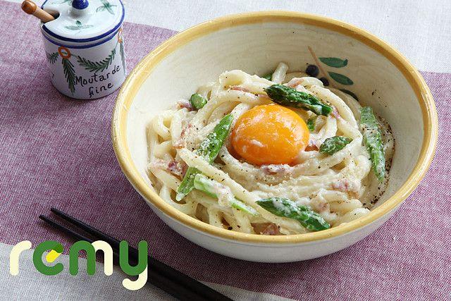 生パスタ感覚「うどんカルボナーラ」のレシピ・作り方・食材情報を無料でご紹介しているページです。