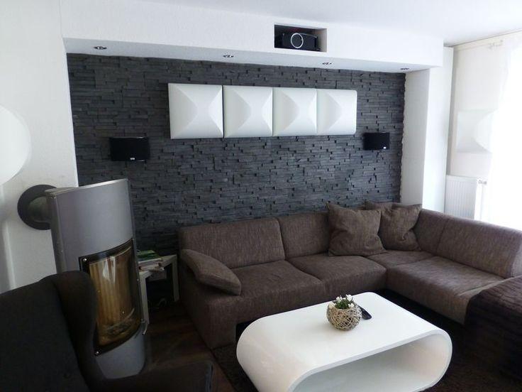 kinoraum mit steinwand, versteckter beamer   tv und heimkino ... - Heimkino Wohnzimmer Ideen