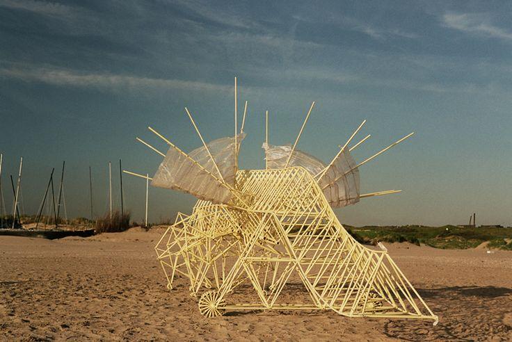 Strandbeest: The Dream Machines of Theo Jansen (Animaris Percipiere Rectus (2005). Courtesy of Theo Jansen. Photo by Loek van der Klis.)