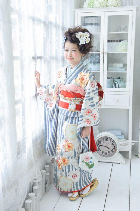 Adorable sailor-like kimono.