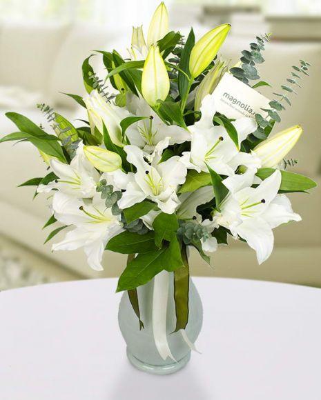 Buchet crini imperiali  Bouquet with white lilies