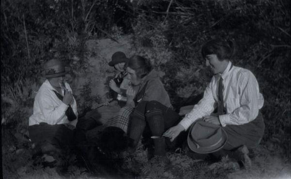 [Four women and a dog on a beach]   saskhistoryonline.ca