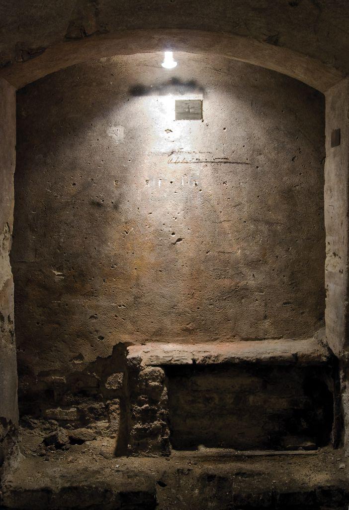 Niwelinskacom-cellar-2013-gate.png