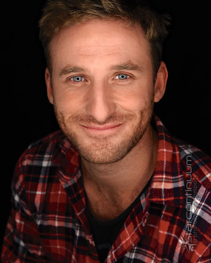 Dean O'Gorman isn't he adorable<< I'm too busy staring at those gorgeous eyes of his!!!!