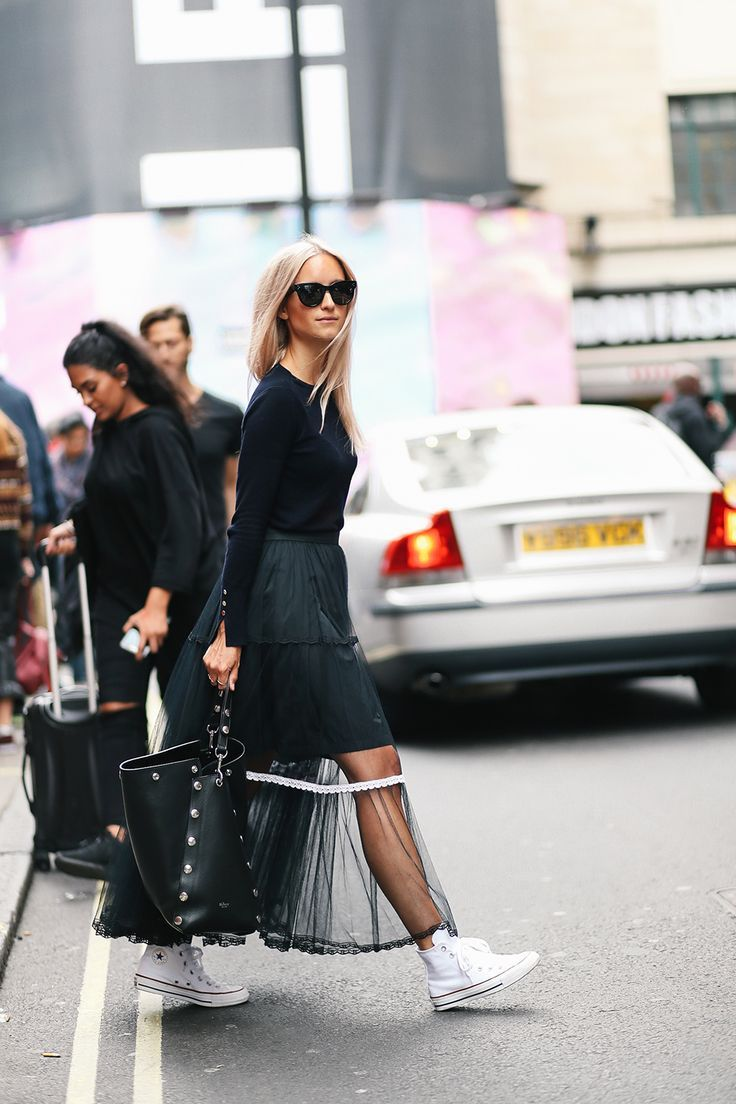 awesome Street Style : Mulberry London Fashion Week The fashion guitar Charlotte Groeneveld...