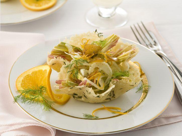 cestini-di-parmigiano-al-timo-con-insalatina-alla-bottarga immagine