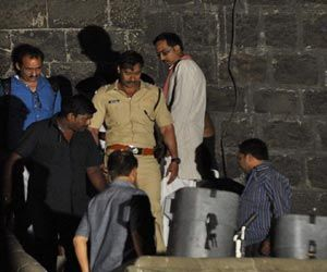 Singham 2 Shooting Starts With Ajay Devgn; Kareena Kapoor Cast Oppossite Ajay Devgan  http://sholoanabangaliana.in/blog/category/bolly-news/page/2/#ixzz2y7vEz47f