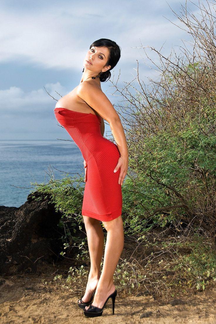 Denise milani bikini rojo