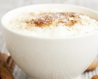 Riz au lait d'amande, cannelle et stévia : http://www.fourchette-et-bikini.fr/recettes/recettes-minceur/riz-au-lait-damande-cannelle-et-stevia.html